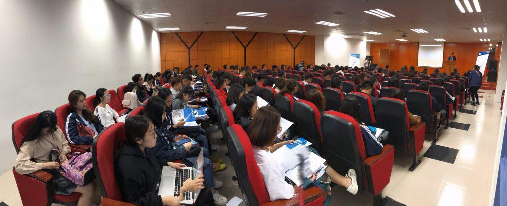 Toàn cảnh buổi hội thảotin học và công nghệ thông tin.